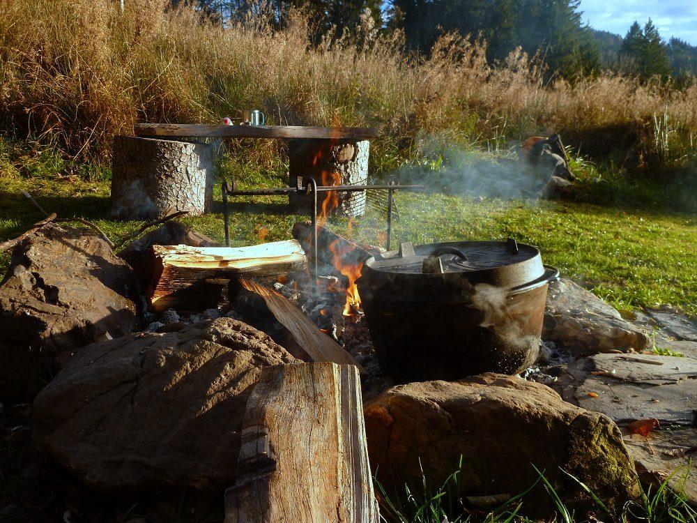 Archaisches Feuerkochen